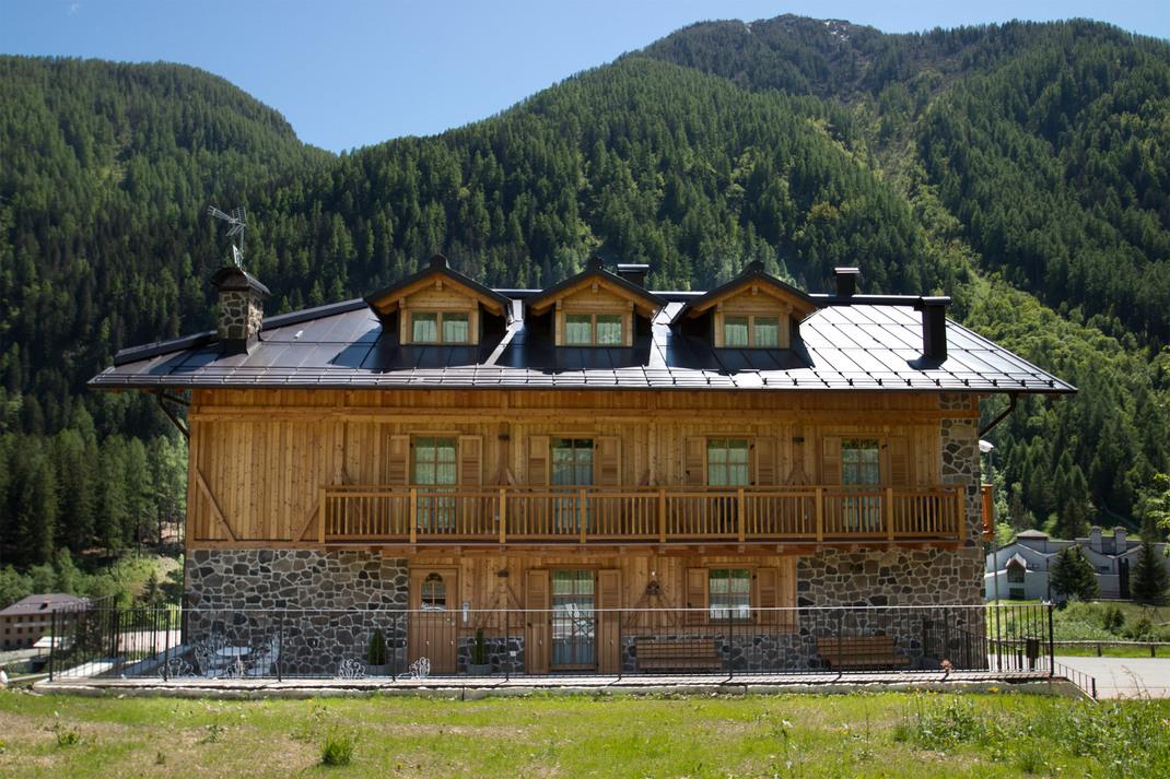 Appartamenti a peio fonti piscina e wellness affitto pejo peio - Hotel a pejo con piscina ...